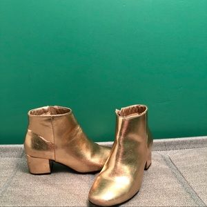 Quipid Rose gold metallic ankle boots sz 7